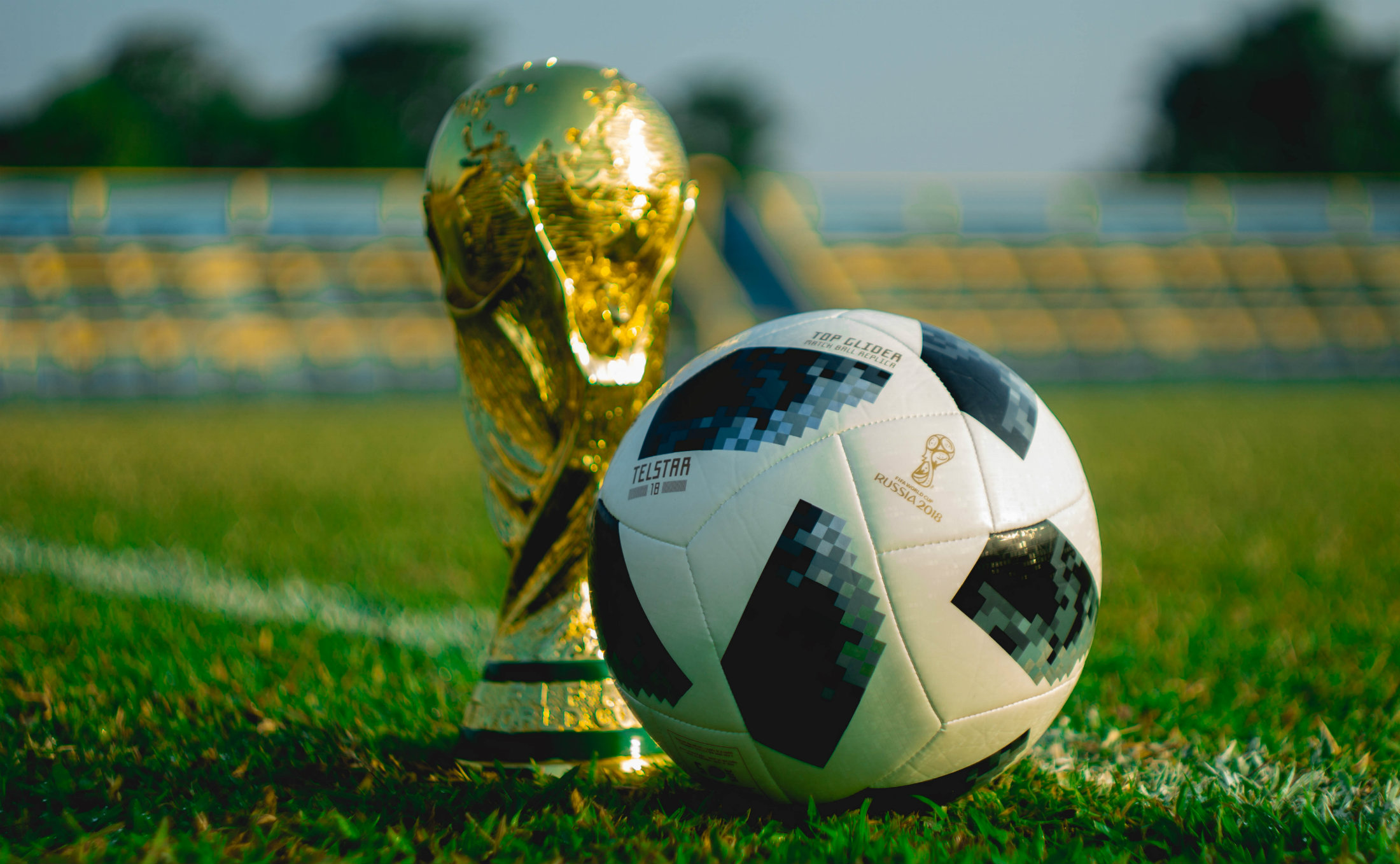 Fußball und Pokal der Weltmeisterschaft